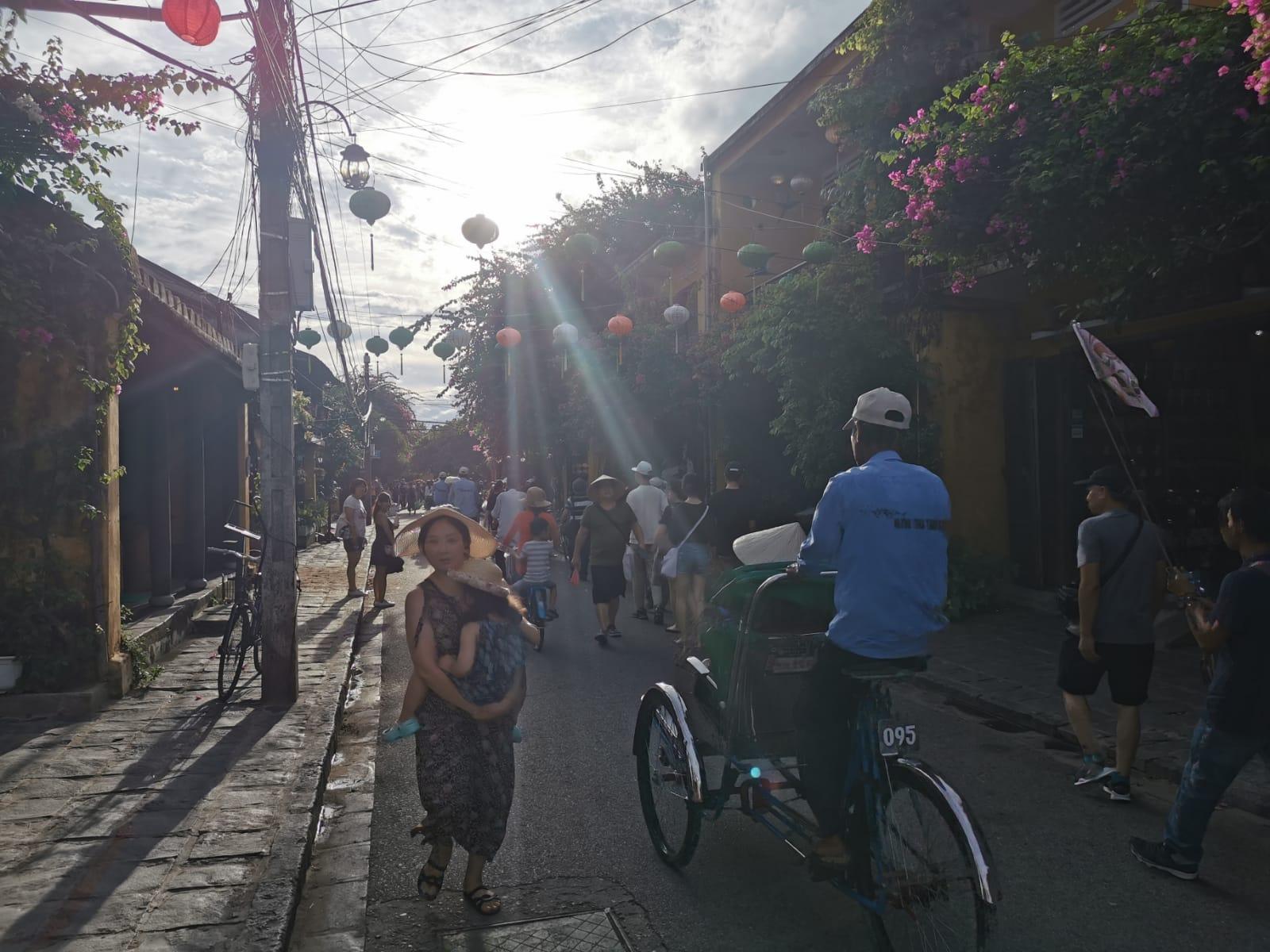 Mujer con niño en Hoi An